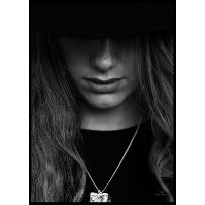 HAT PORTRAIT CLOSE UP B&W - Plakat 50x70 cm